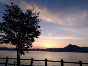 絶景の夕日と温泉を堪能 森と湖に囲まれた「休暇村 支笏湖」