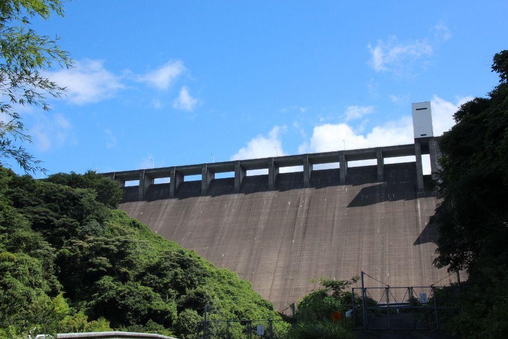 竜門ダムの下にある金運パワースポット「神龍八大龍王神社」