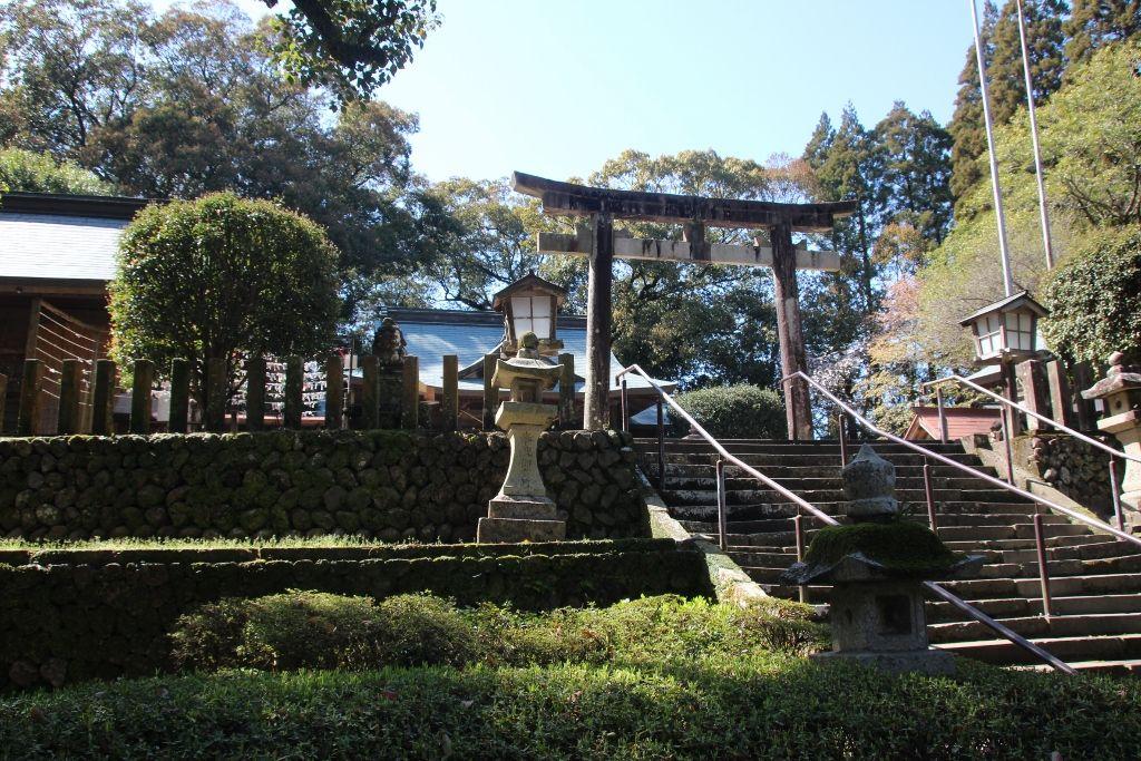 都萬神社に祀られているのは木花咲耶姫