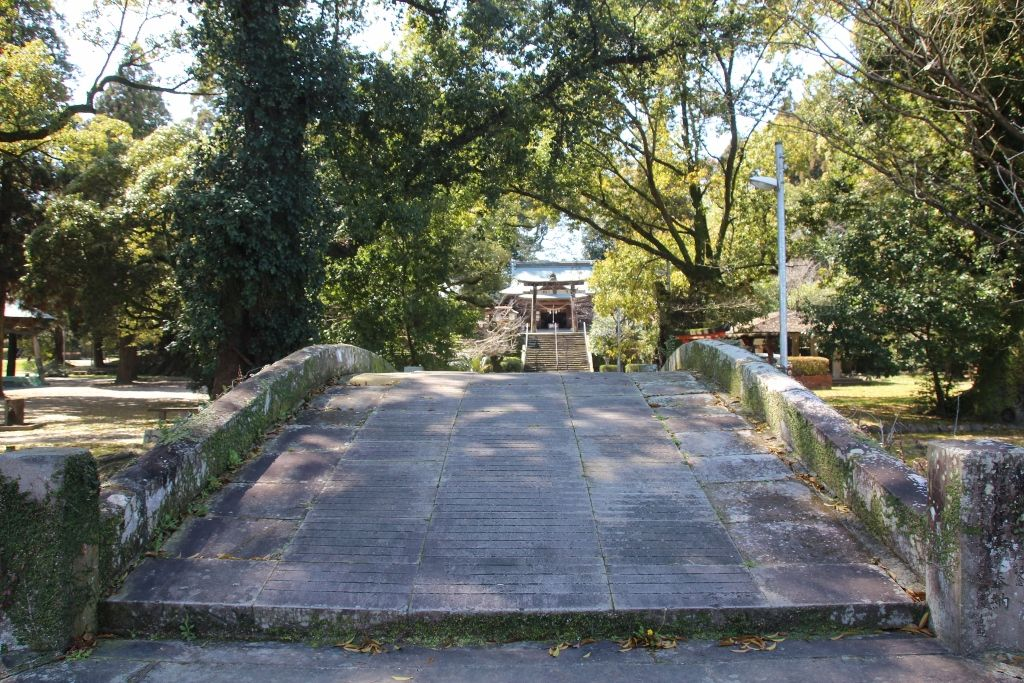 「妻」という地名にある「都萬神社」