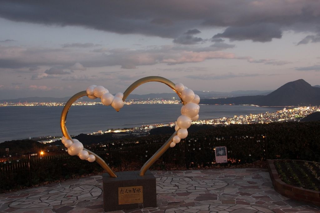 日の出と夜景に感動!恋人の聖地「別府湾サービスエリア」