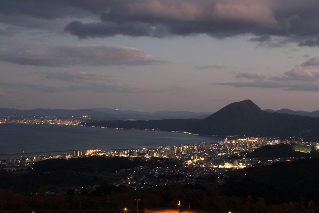 恋人の聖地で夜景と日の出を楽しむ