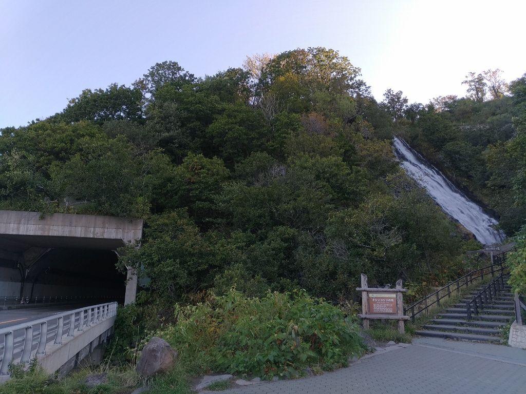 知床半島最大の滝「オシンコシンの滝」