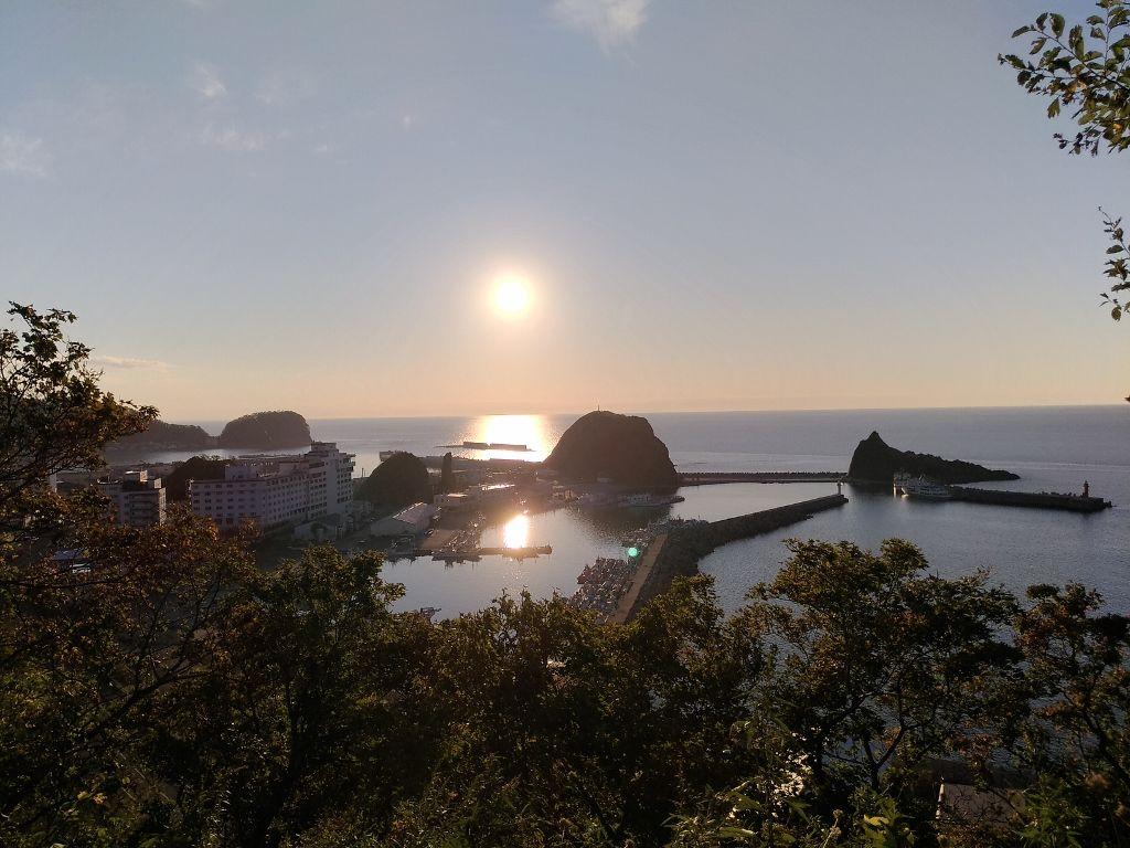 オホーツクに沈む夕日とオロコン岩のコラボレーションが見事