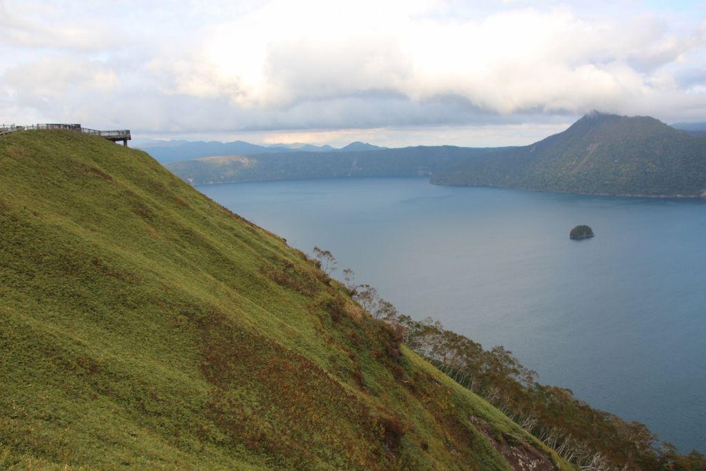最も高い場所から摩周湖を臨む「第三展望台」