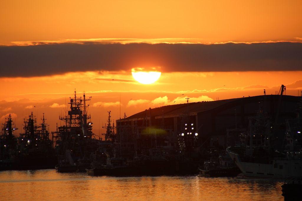世界三大夕日、釧路港の夕景を楽しむ