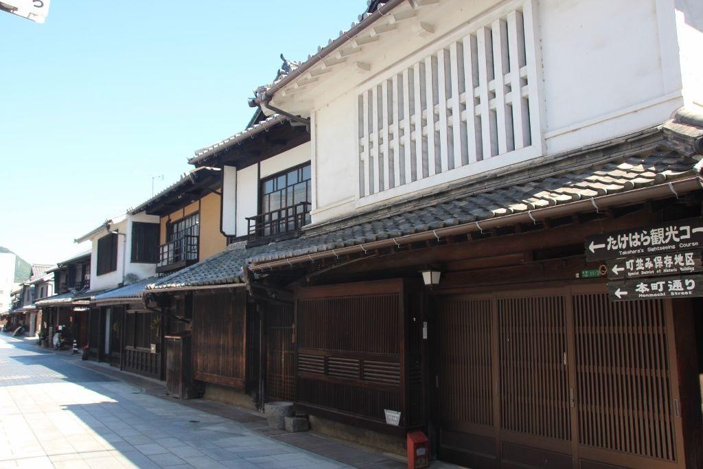 「竹原格子」が美しい商家の町並み