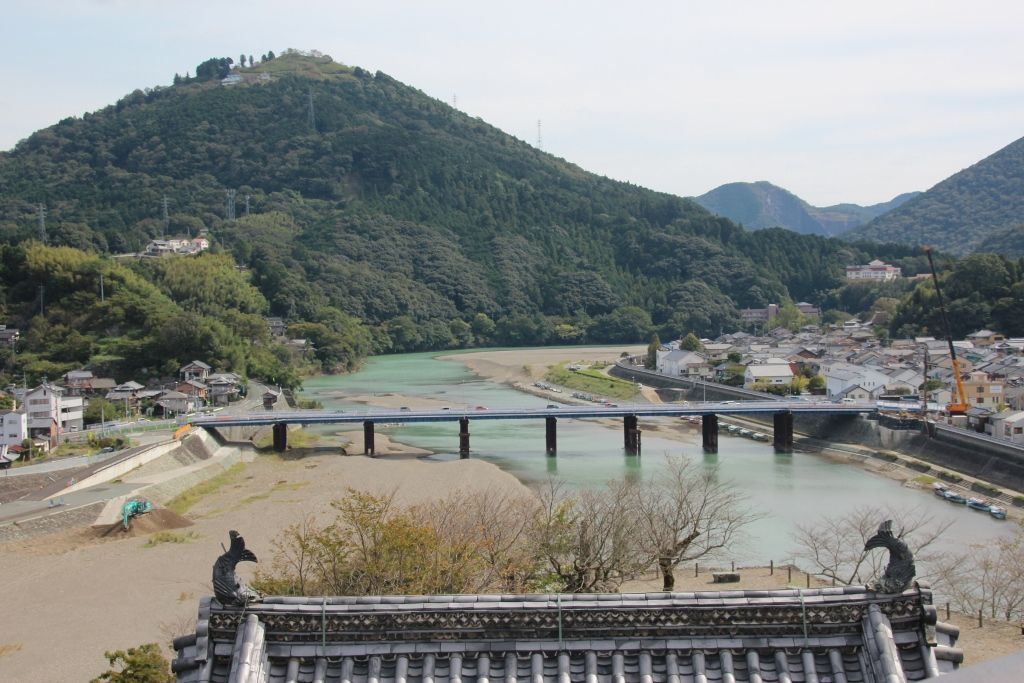 江戸時代の城を平成時代に再興した「大洲城」