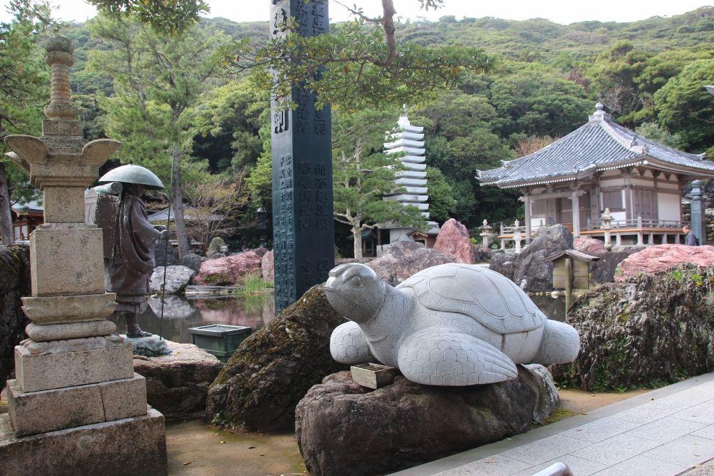 弘法大師と亀の関係を物語る石