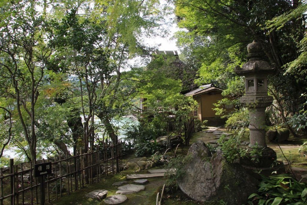 四季折々の表情を楽しむ臥龍山荘庭園