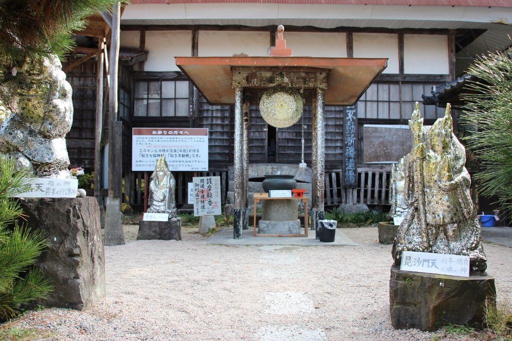 金ぴかに光るパワースポット「胎蔵寺」