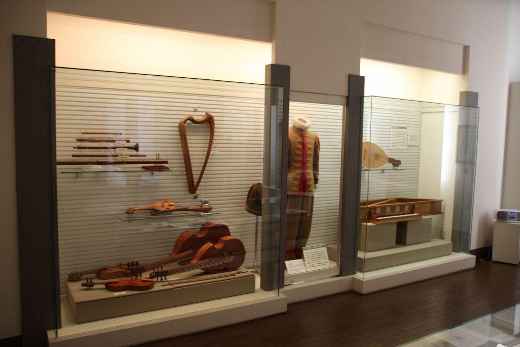 復元された遺欧少年使節の衣装や持ち帰った楽器