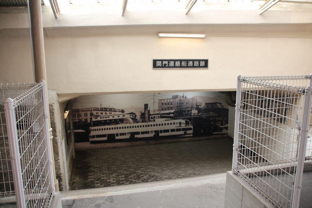 当時の面影が残る洗面所や連絡船通路