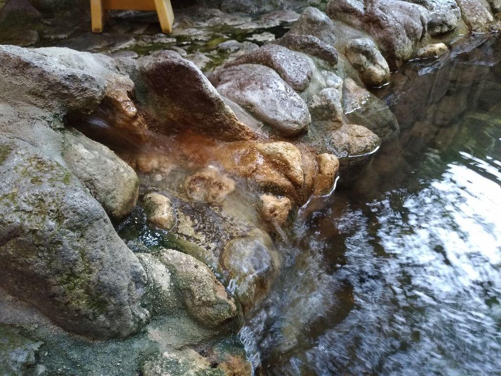 貸し切り温泉は露天風呂と檜風呂から選べます