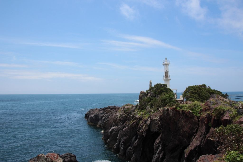竜宮島が見える恋する灯台「薩摩長崎鼻灯台」