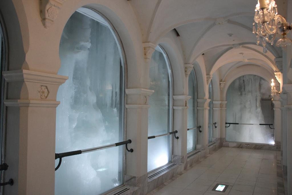 氷と雪の世界が広がる美術館はどこを見てもため息の連続