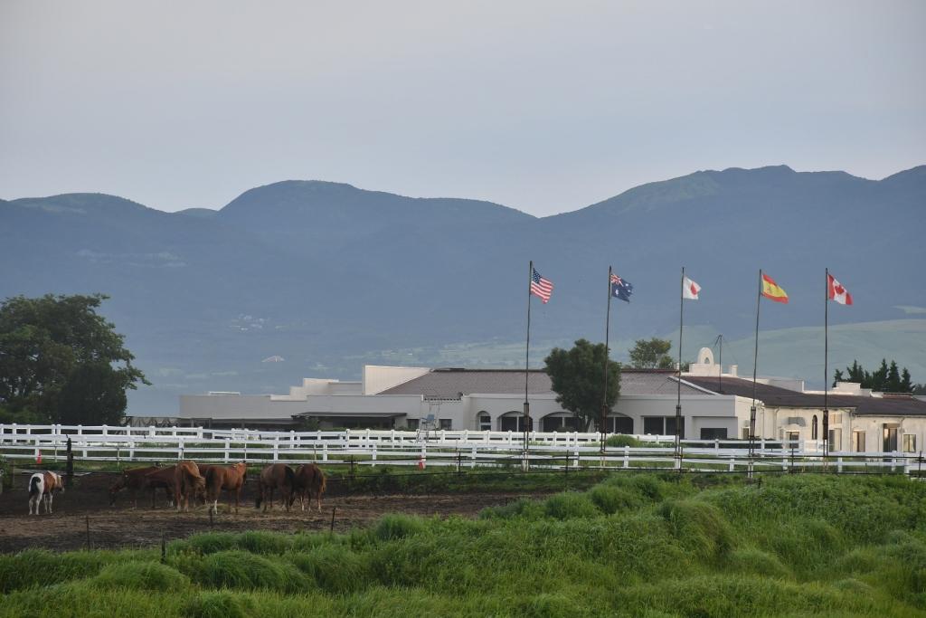 阿蘇外輪山の一角に建つ「エル・パティオ牧場」