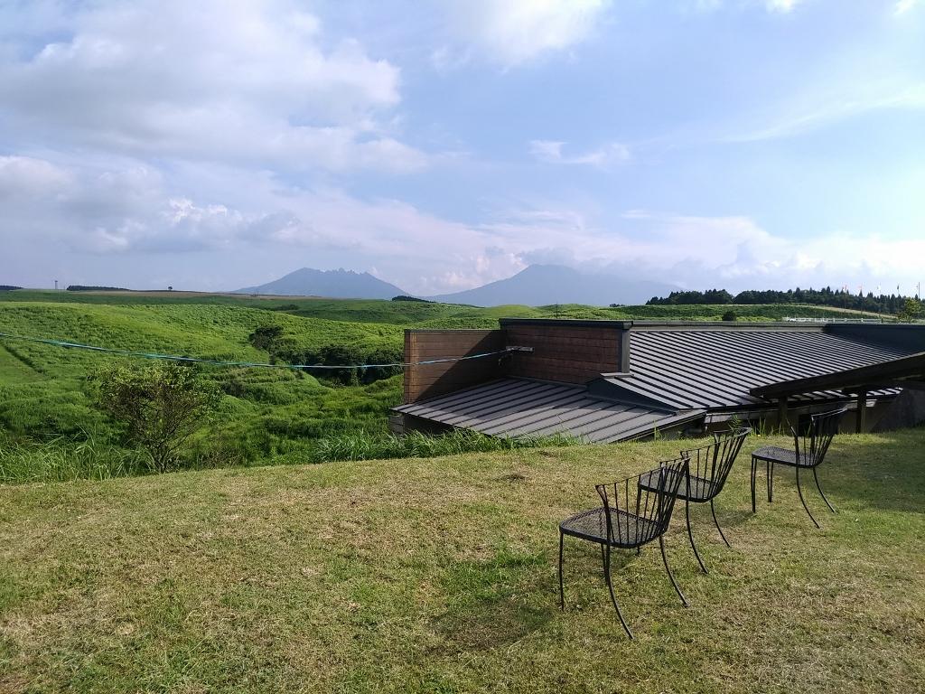 どこに居ても阿蘇の自然を堪能できる牧場