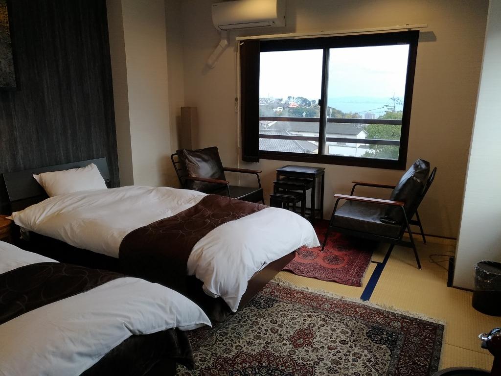 客室「一の海」から湯けむりと別府湾や鶴見岳を一望
