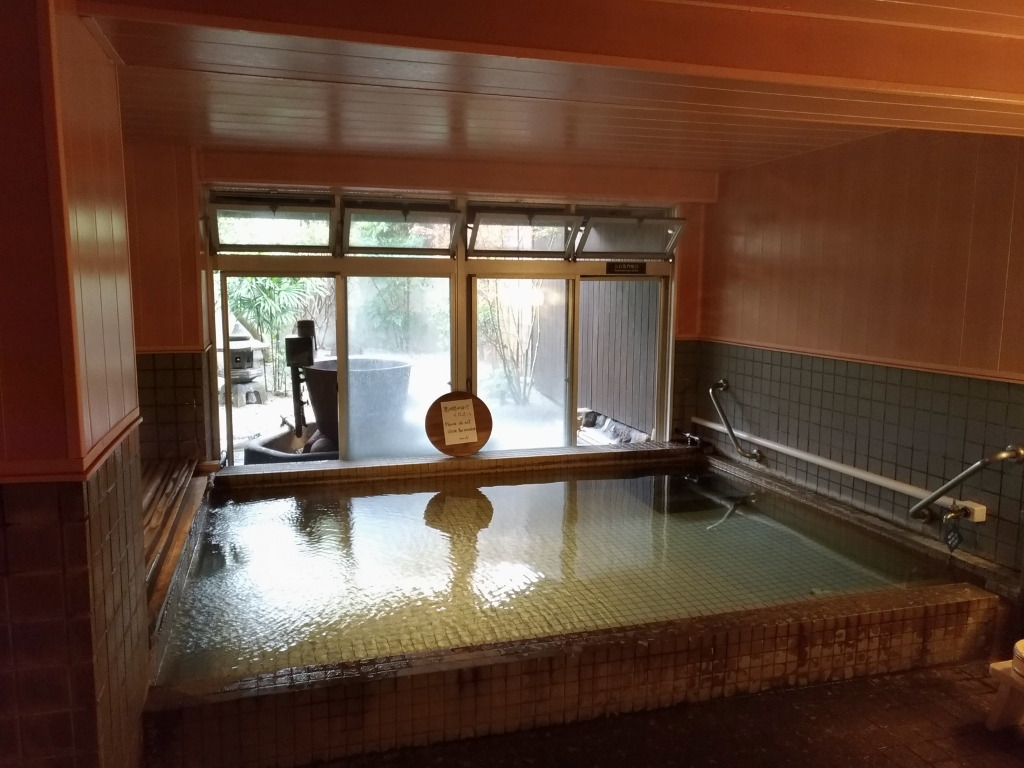 貸切風呂もある源泉かけ流し温泉