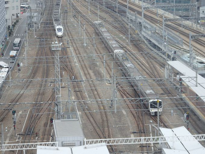 鉄ちゃんに大人気!張り付きたくなる列車展望スペース