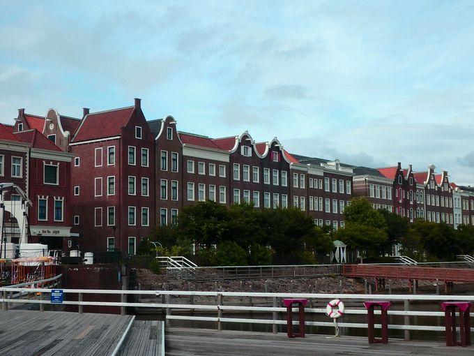 パーク内のホテルだけのお楽しみ!美しい朝の街並み散策