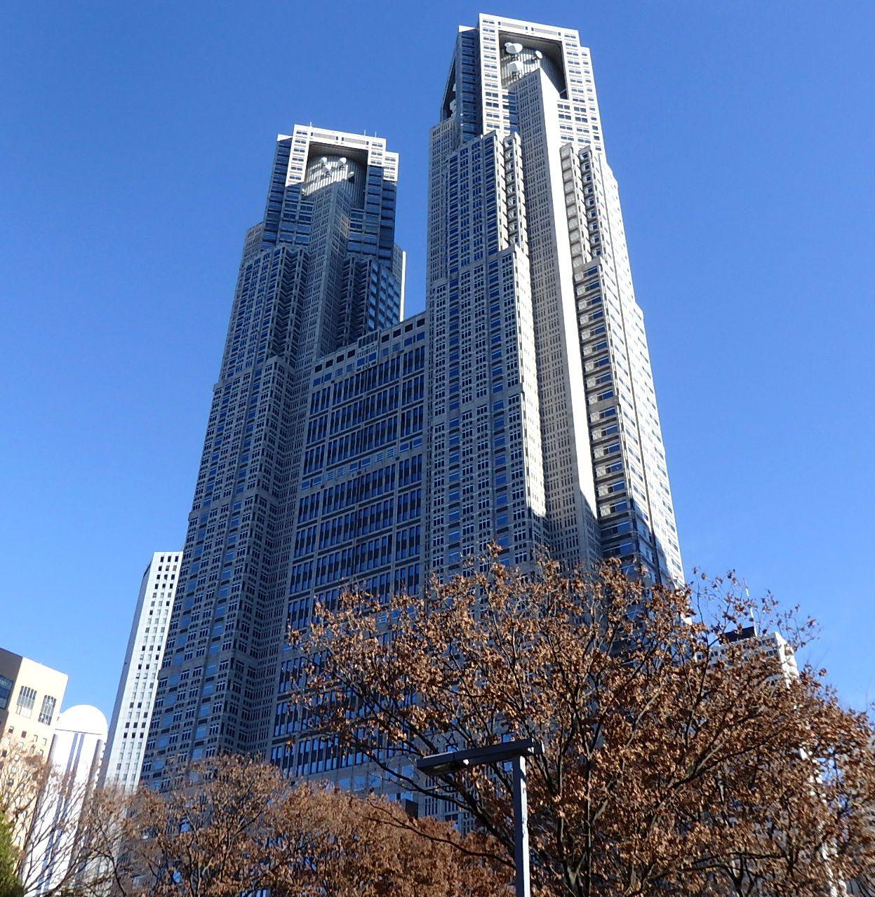 色あせない東京の顔「東京都庁舎」