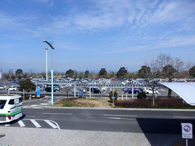驚きポイントその2:無料の駐車場、約1600台。