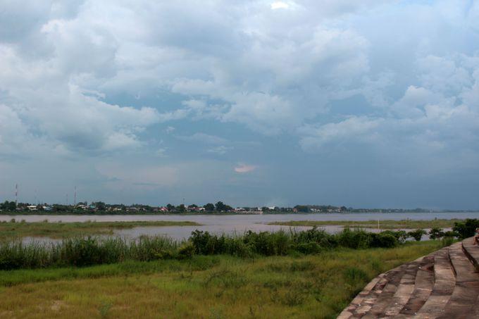 3.プチパリのレトロな街並みとメコン川