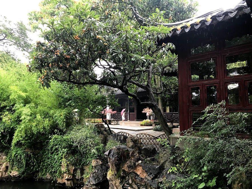 カップルのための美しくロマンチックな庭園