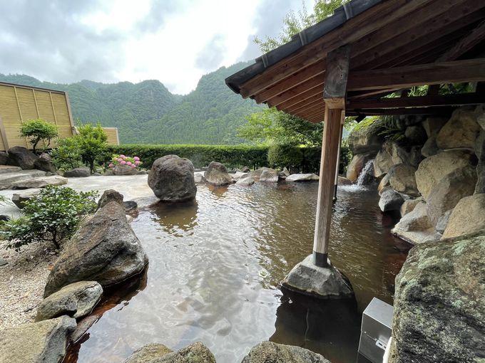渓谷を眺めて過ごす温泉タイム