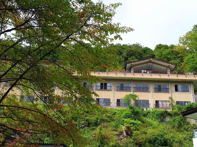 塩原元湯温泉の高台に建つ大出館
