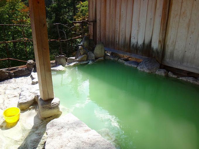 大出館の五色の湯は色を変える