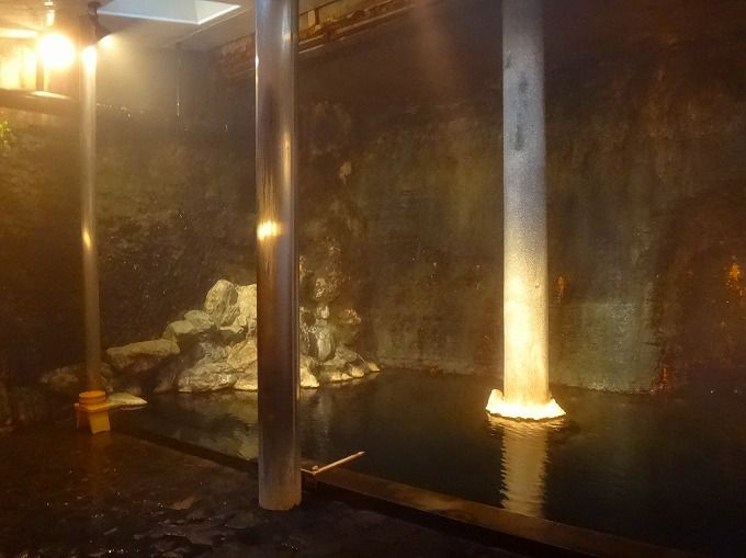 サウナ効果もある洞窟風呂はここだけのミックス源泉