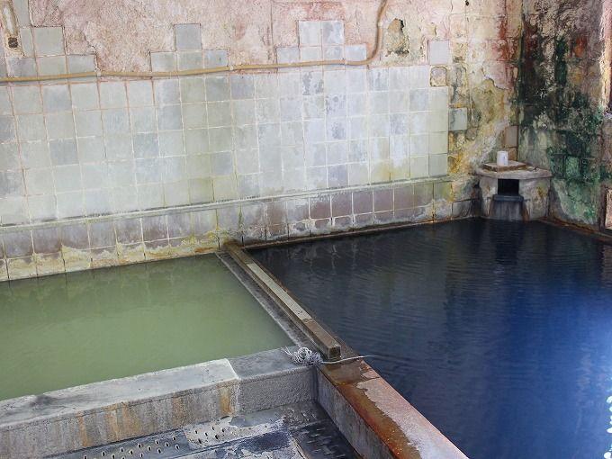 塩原温泉郷「大出館」(栃木)は黒い濁り湯と五色の湯が魅力!