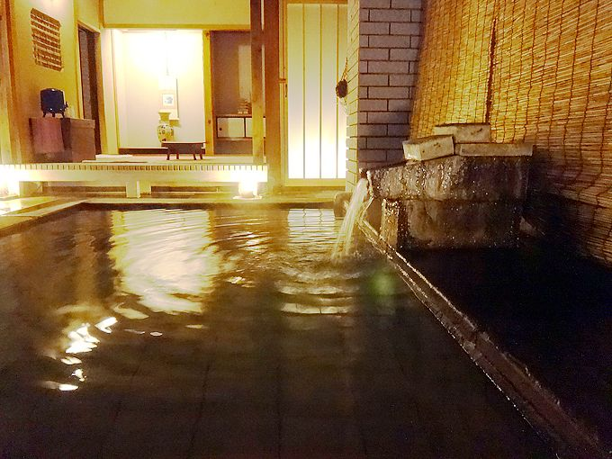 なぜか露天風呂に茶室!?栃木・塩原温泉「旅館 上会津屋」