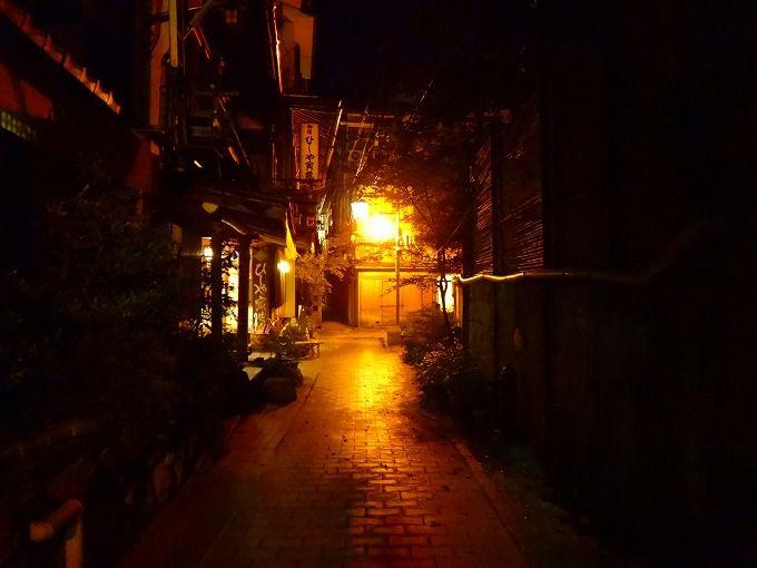 石畳の角を曲がれば大正浪漫!長野・渋温泉「御宿 ひしや寅蔵」の世界にひたる