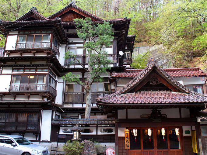 花巻温泉郷の台温泉街に建つ中嶋旅館