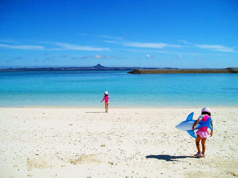 この絶景ビーチが見たければ朝一番の船で!沖縄「水納島」