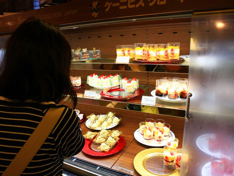 朝食ビュッフェがケーキ食べ放題!三宮「ホテル ケーニヒスクローネ神戸」