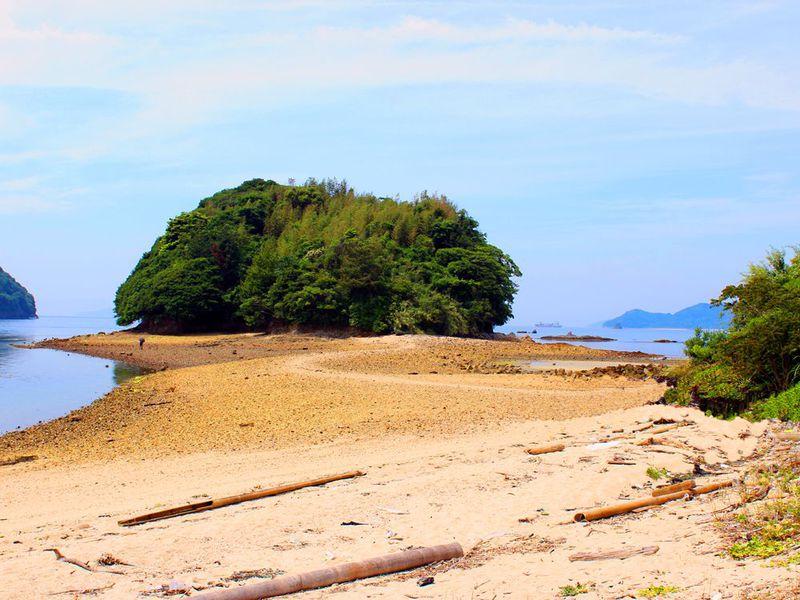 干潮時限定!山口・周防大島の恋のパワースポット「真宮島」海を渡れば恋愛成就