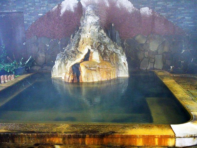 温泉成分で成長するお風呂の中の「山」