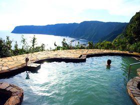 八丈島の温泉全ガイド—東京とは思えない絶景露天風呂から激シブまで!