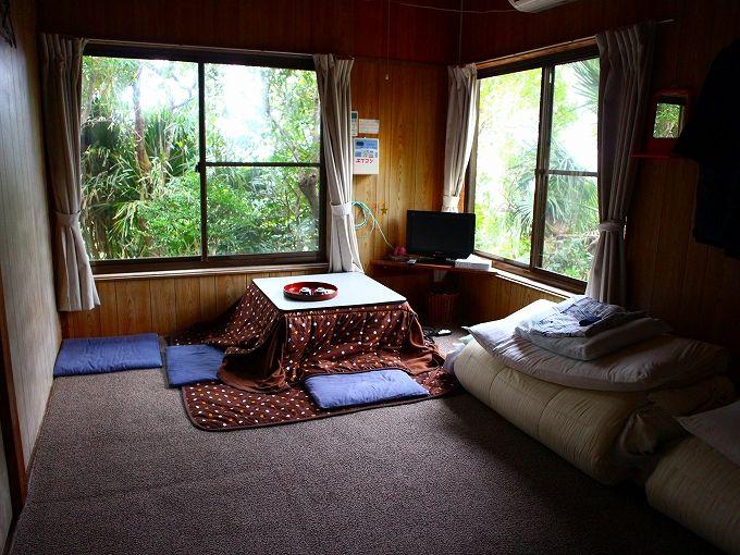 八丈島の民宿あしたば荘で過ごす