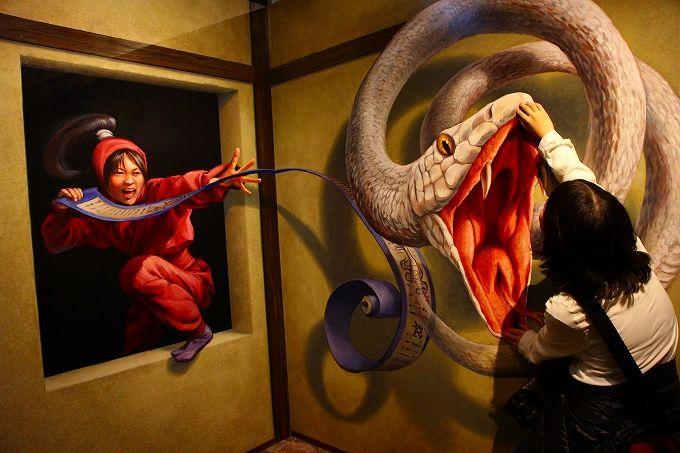 トリックアートで妖怪やお化けとも共演しよう