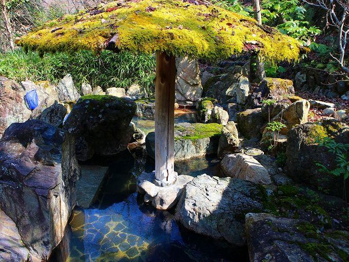 すみや亀峰菴で湯の花温泉を楽しむ