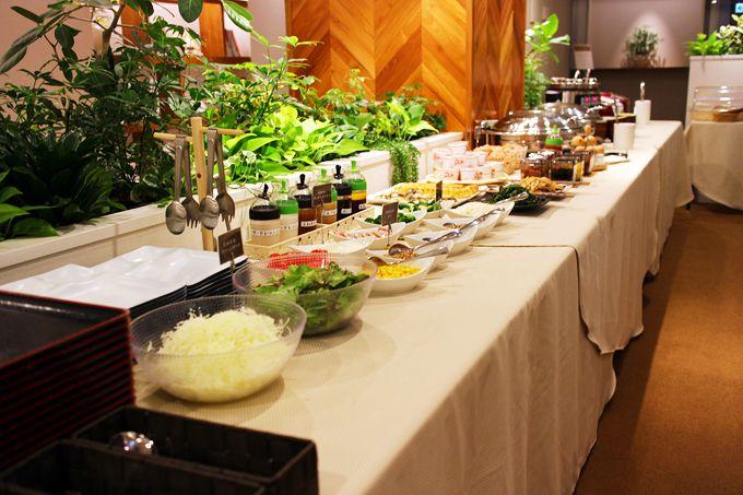 カプセルホテルとは思えない豪華な朝食、しかも無料!