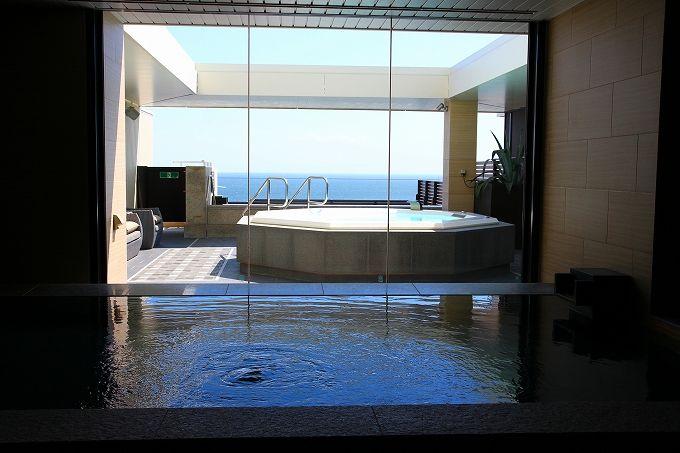 海一望の爽快な展望大浴場
