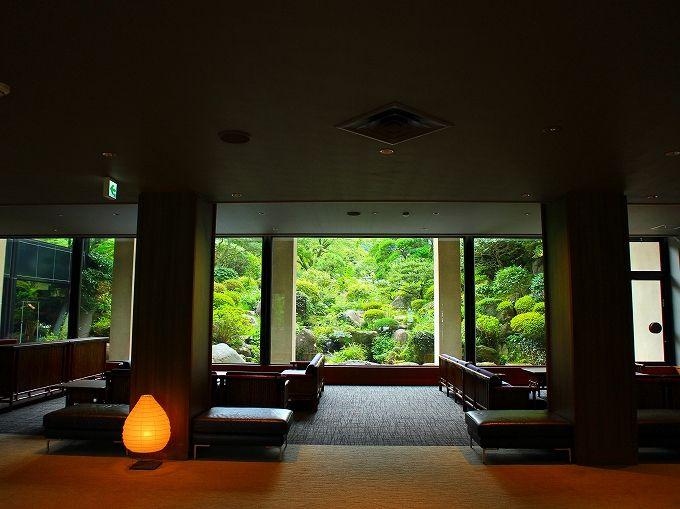 食後は箱根の老舗「吉池旅館」のロビーで
