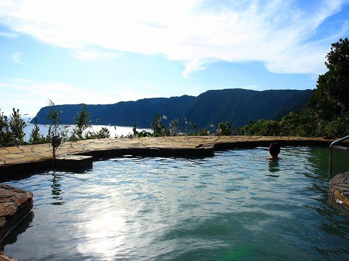 冬の八丈島こそ温泉